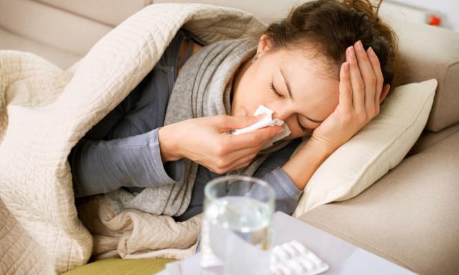 Γρίπη: Χρειαζόμαστε αντιπυρετικά και αντιικά – Όχι αντιβιοτικά στις ιώσεις!