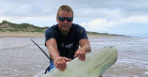 International Fishing News Us 13 Feet Hammerhead Shark -3300