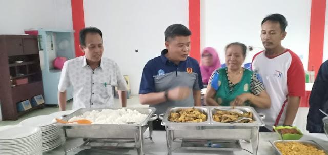 Pj Bupati Bone Tinjau Pondokan dan Periksa Makanan dan Minuman Atlet Porda Bone