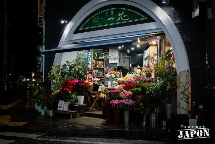 Boutique d'un fleuriste, Chinatown, Nagasaki (nocturne)
