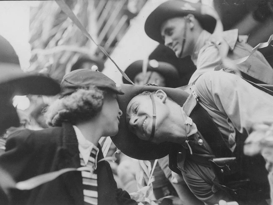 60 + 1 Heart-Warming Historical Pictures That Illustrate Love During War - World War Two Farewell Kiss, Between 1940-1945