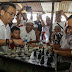 Blusukan ke Pasar Cikampak, Sihar Tantang Warga Bermain Catur
