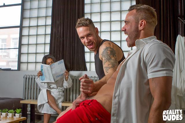 Reality Dudes Network - Dudes In Public 17 - Risky Massage - Manuel Skye   Kit