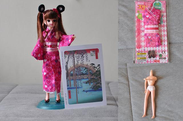boneca Licca-chan de kimono com cartão postal do Japão