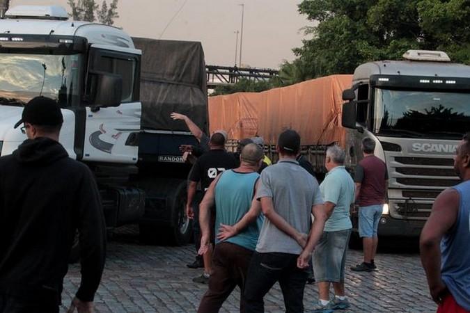 Protesto de caminhoneiros em Santos é avaliado como positivo