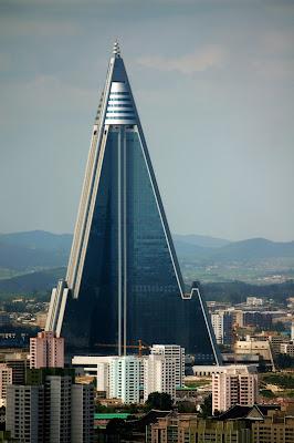online store 8ce07 62ab3 Efter Kim Jong-Ils död har Nordkorea kommit i medias ljus, inte utan  förundran konstaterar jag att inte bara världens största stadion finns i  stan.
