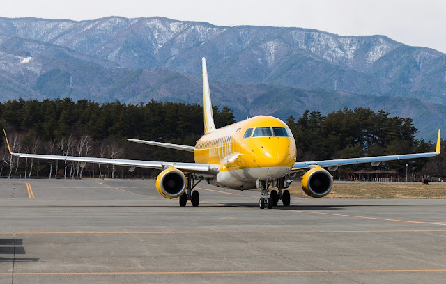 yellow fuji dream airlines embraer erj-175