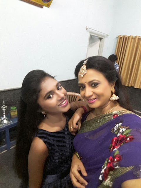 Vanishree happy moment with daughter