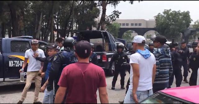 """VIDEO; En sepelio de jefe de cártel para """"El Ojos"""": van armados (los detienen), y vitorean: """"¡Se ve, se siente…!"""""""