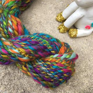 Tutti frutti: mini écheveau de laine 100% mérino multicolore teinte et filée à la main au fuseau (27g)