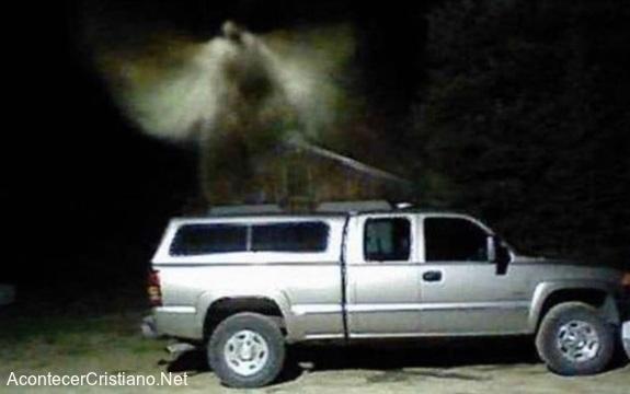 Imagen de un ángel captada por cámaras de seguridad