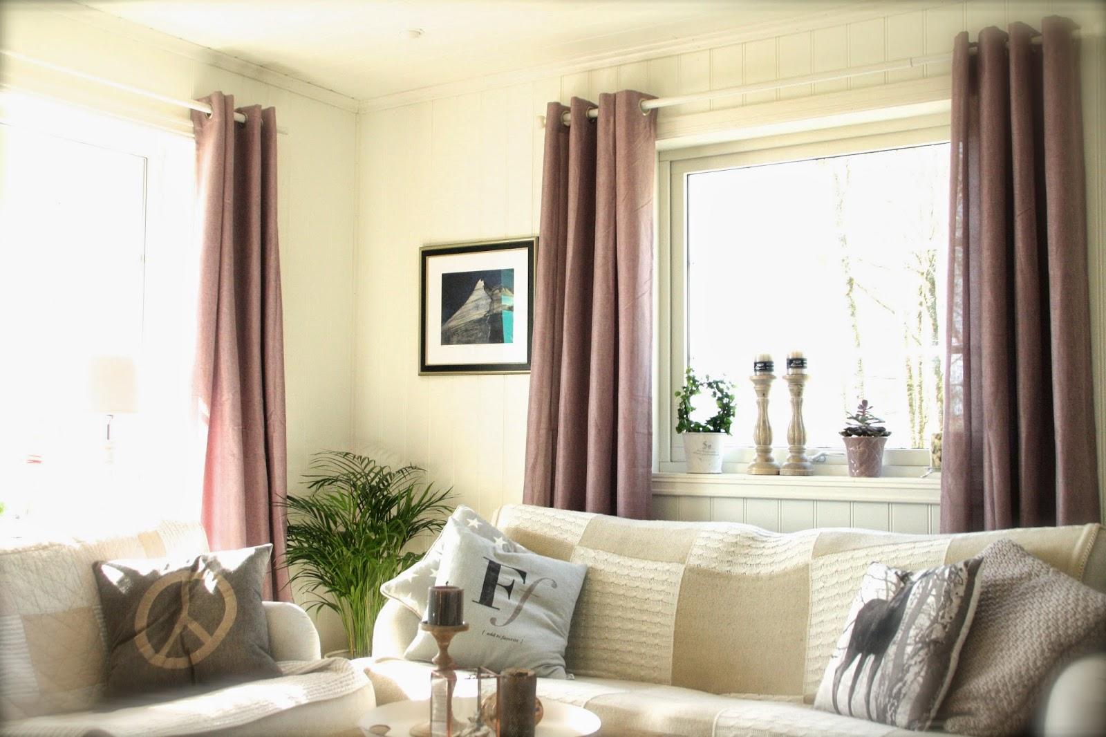 nye gardiner Villa Fagerbakken: Nye gardiner i TV stuen nye gardiner