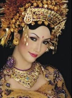 Mudahnya Mengikuti Cara Merias Pengantin Bali,rias pengantin bali modifikasi,payas modifikasi pengantin bali,payas agung bali,payas bali modifikasi,payas agung tabanan,
