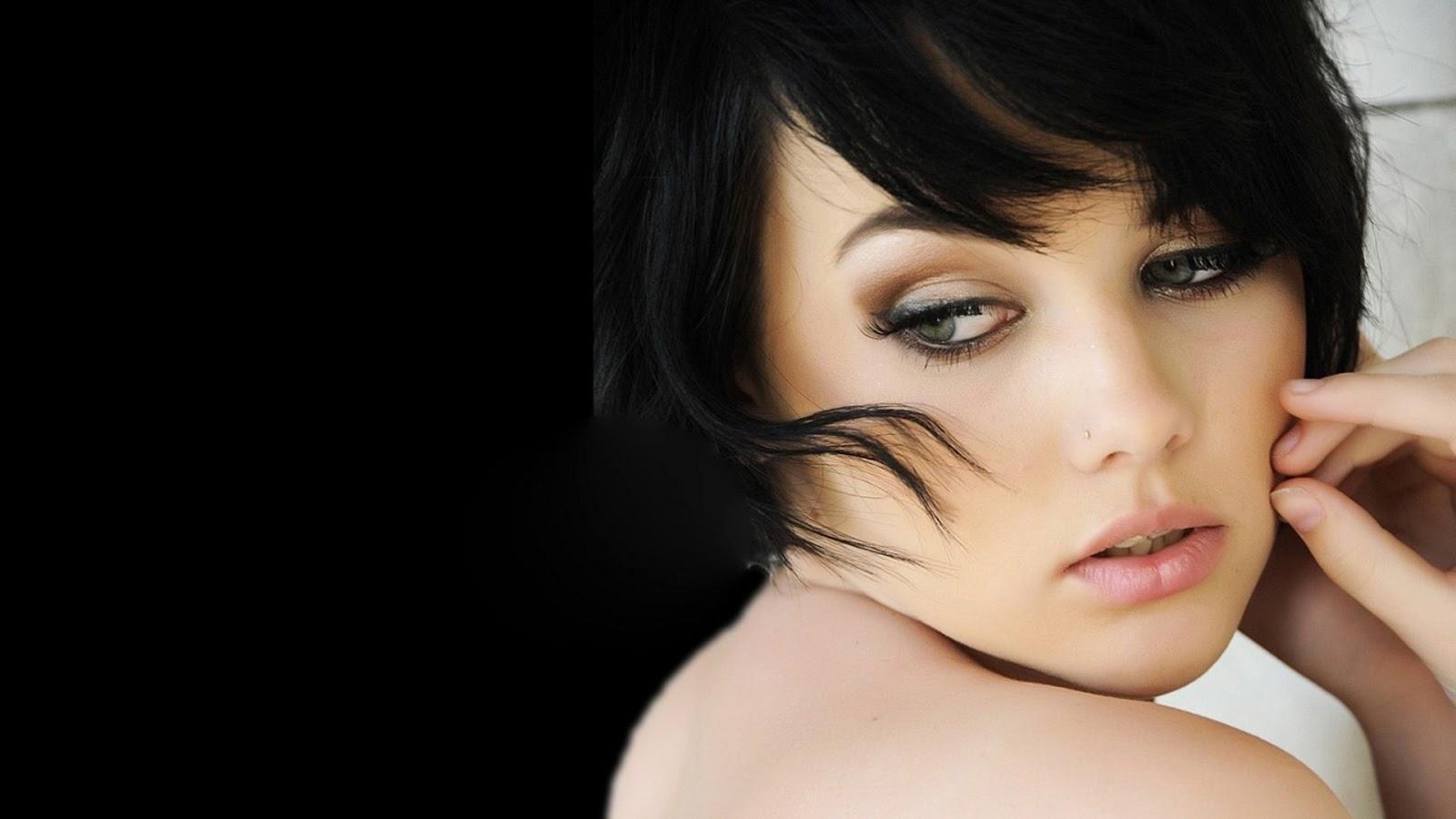 Beautiful And Gorgeous Women In Dashing Makeup   Nimra ... Wallpapers Women