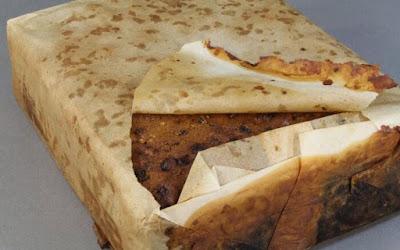 العثور على كعكة عمرها 100 عام صالحة للأكل