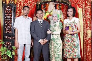 Foto bersama keluarga Sihar Emry Prihandy