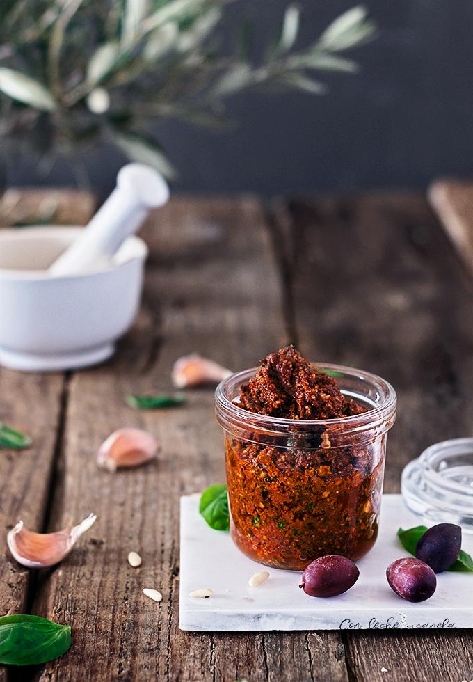 Receta Pesto rojo fácil con kalamata vegano