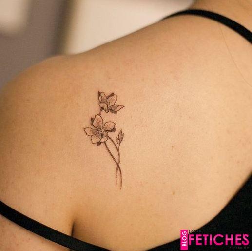30 tatuagens de flor feminina delicada e pequena