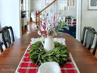 Farmhouse Christmas dining room | diybeautify.com