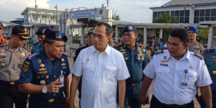 Menhub Budi Karya Sumadi saat melakukan tinjauan ke Pelabuhan Kali Adem, Muara Angke, Jakarta Utara.
