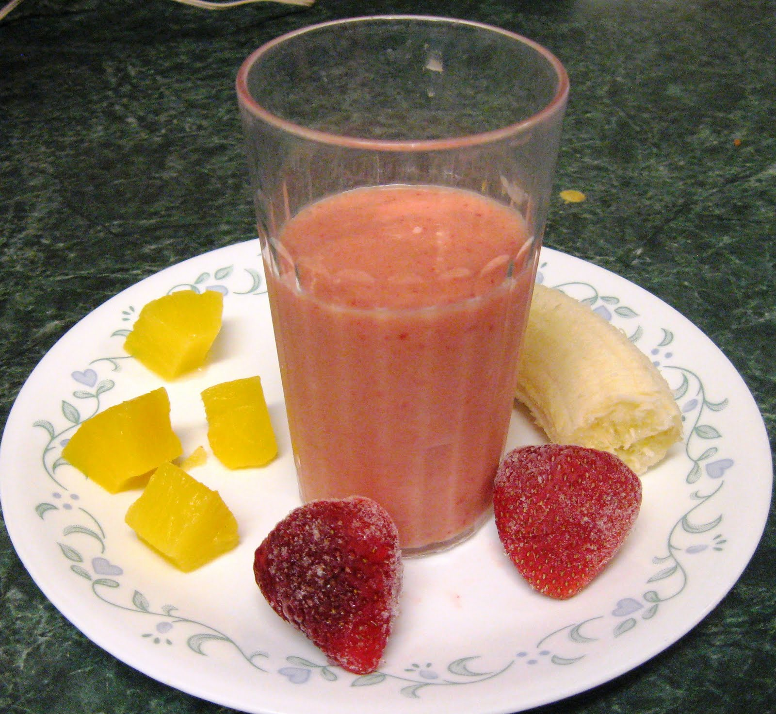 ... Does Dinner... Healthy & Low Calorie: Strawberry Pineapple Smoothies