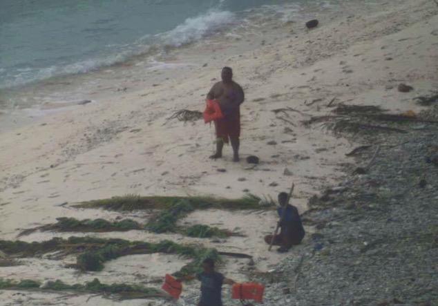 3 Terselamat Selepas Juruterbang Ternampak 'HELP' di Pulau Terpencil