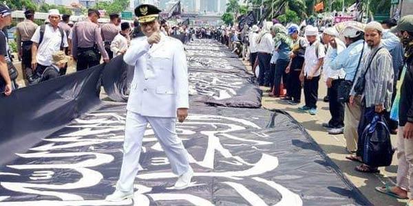 Bikin Geram Warganet, Hater Edit Foto Anies Menginjak Bendera Tauhid