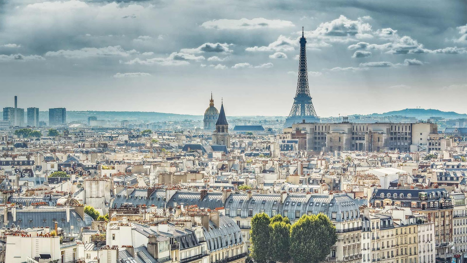 View of Paris, France, with the Eiffel Tower © Funny Solution Studio/Shutterstock