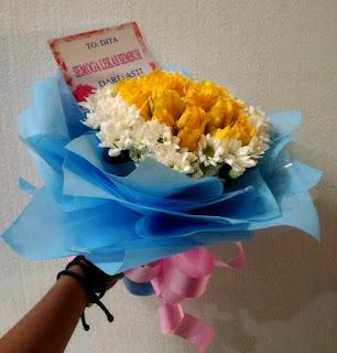 buket bunga mawar kuning surabaya33