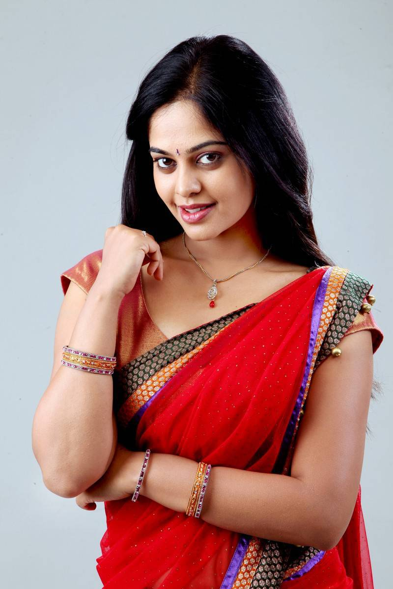 Hot Bindu Madhavi Navel Photos In Red Saree