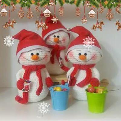 Снеговики игрушки крючком