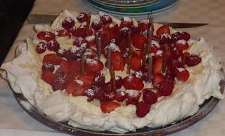 Meringue cake pavlova