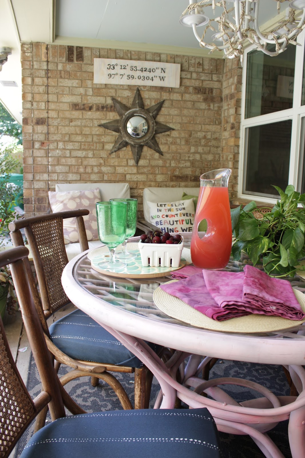 DIY Ice Dyed Napkins: Such an easy process for a watercolor look...and good camoflage for food stained cloth napkins.
