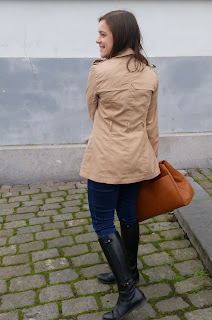 Clothes & Dreams: This Trench's a Keeper: Pimkie trench coat, Levi's jeans, Vila eye top, Stradivarius bag