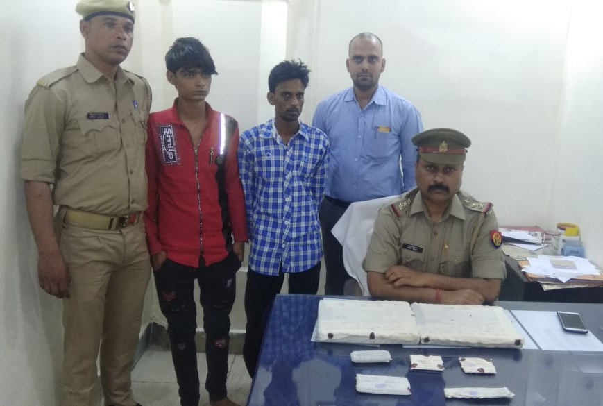 दो झपटमार गिरफ्तार, 2 लैपटॉप, 2 मोबाइल फोन और 1 चाकू सहित 7000 रुपए नगद बरामद