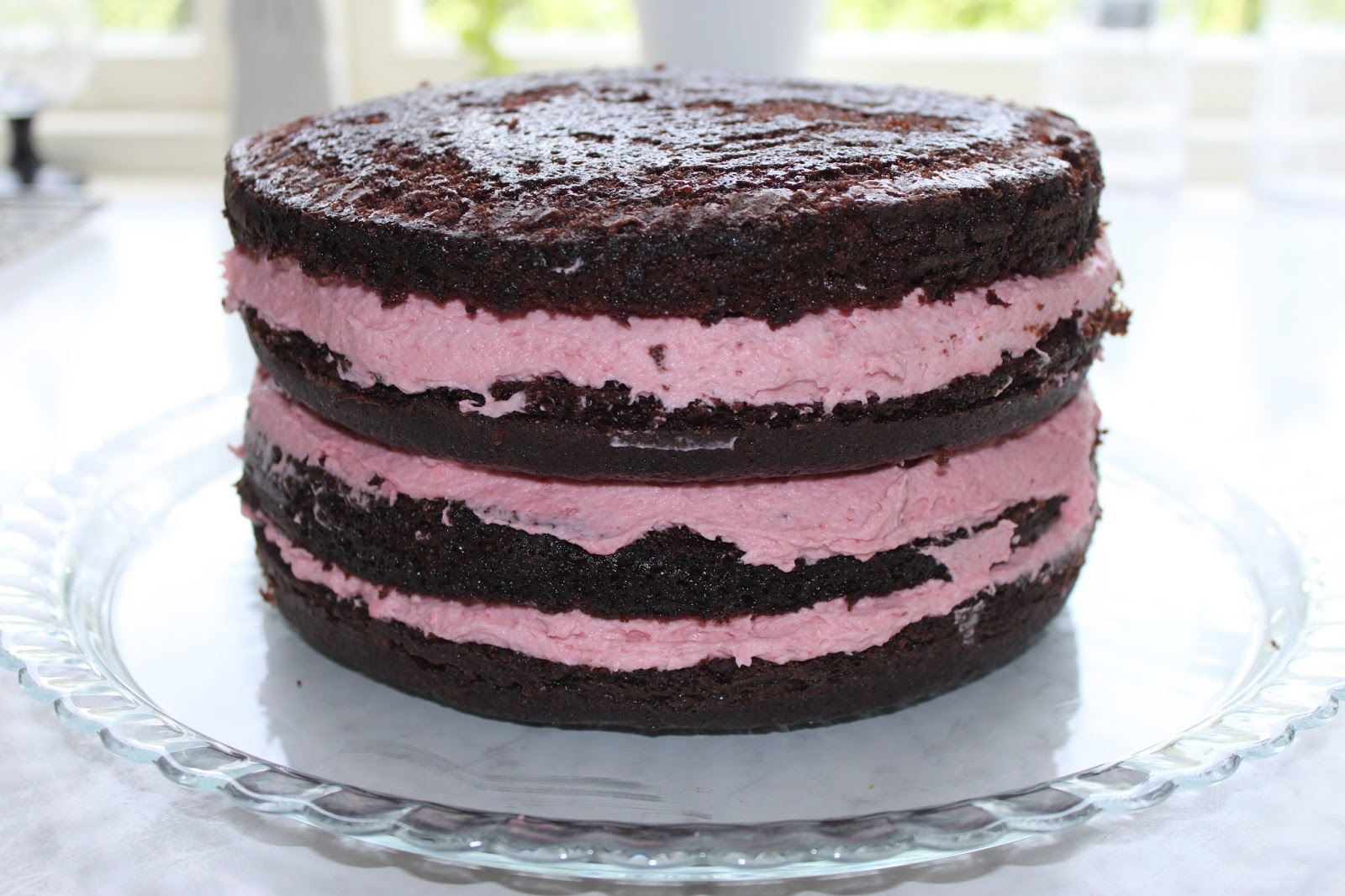 chokladtårta med hallonmousse fyllning