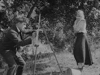 """Кадр из фильма Чарли Чаплина """"Скиталец"""" (1916) - 8"""