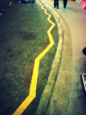 Single yellow zig zag line