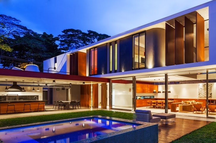 Modern Planalto House by Flavio Castro at night
