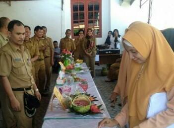 Dewan juri menilai masakan nasi goreng yang dibuat ASN pria di Bapenda Asahan.