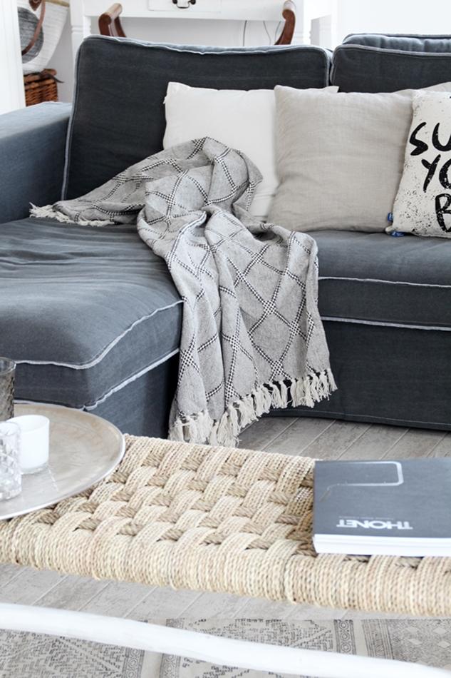 Osterdekoration im Wohnzimmer und Schlafzimmer, dezent Akzente , Kissen und Plaid von HK Living