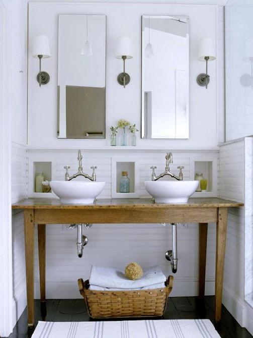 Mesa convertida en mueble lavabo