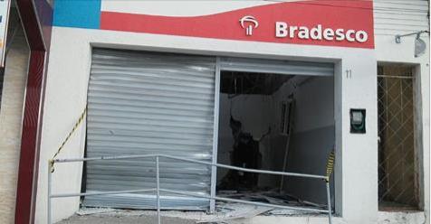 Bandidos explodem caixa eletrônico do Bradesco  em Inhapi
