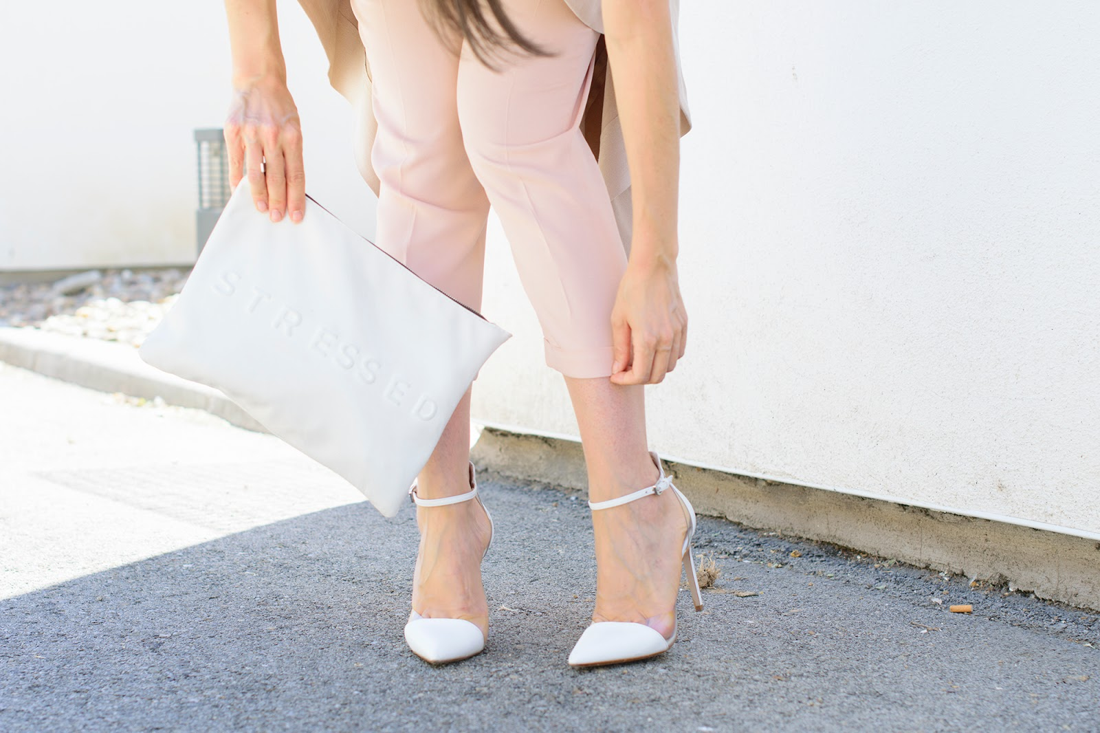 look con maxi chaleco rosa de Zara