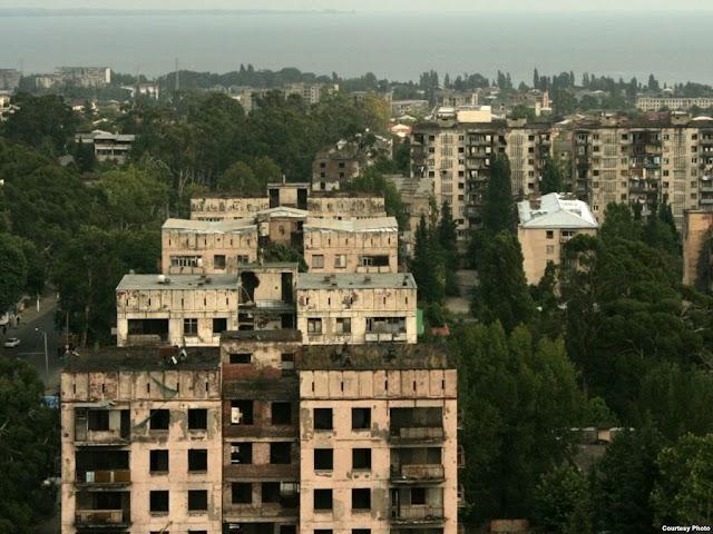 Спустя даже 25 лет в Абхазии продолжают по новому кругу захватывать квартиры. Обсуждение этого в абхазском сегменте фб