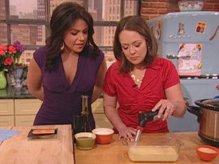 Use your crockpot slow cooker as a bain marie to make PERFECT creme brulee. This is the recipe that Stephanie O'Dea made on the Rachael Ray Show -- an easy and fool-proof fancy dessert!