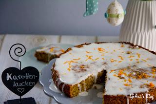 vegan | Möhrenkuchen schmeckt lecker und passt nicht nur zu Ostern. Dieses Rezept ist für einen veganen Möhren-Apfel-Kuchen mit einer Glasur aus Kokosmilch