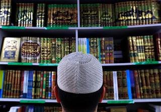 Bahasa Arab adalah bahasa agama Islam