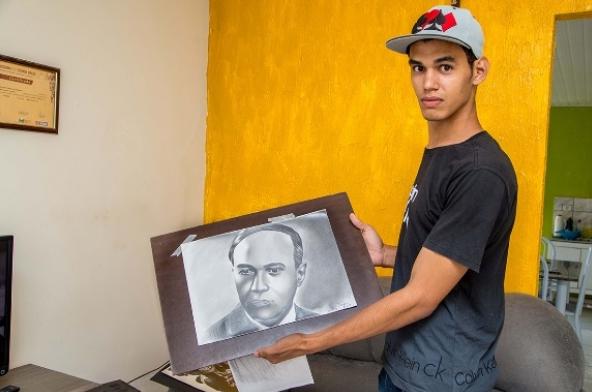 Artista autodidata de Major Izidoro cria imagens realistas e impressiona