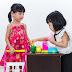 Apprendre à compter avec une caisse enregistreuse pour enfant